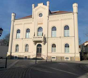 - frei - traumhafte Maisonette im hist. Rathaus Zwenkaus, hochwertig ausgestattete Maisonette