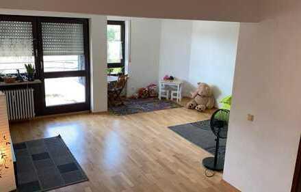 Geschmackvolle Wohnung mit dreieinhalb Zimmern sowie Balkon und Einbauküche in Am Westkruez