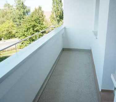 3 Zimmer mit großen Balkon