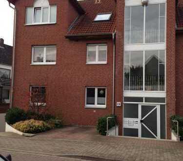 Modernisierte 3-Zimmer-Wohnung mit Balkon, Tiefgarage und Einbauküche in Laatzen
