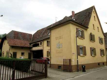 Denkmalgeschütztes Mehrfamilienhaus mit Scheune in Auggen