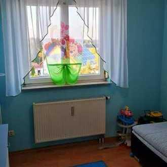 Gepflegte Wohnung mit drei Zimmern sowie Balkon und Einbauküche in Laichingen