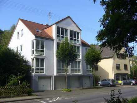2,5 Zimmer Wohnung hell, modern mit Charme, KDB mit Balkon, Garage und Stellplatz, provionsfrei