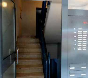 Schönes WG Zimmer KA zentrale Lage /Innenstadt in 3er WG zu vermieten ?