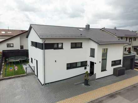 Moderner Neubau mit Sonnenterrasse und Garten für die ganze Familie