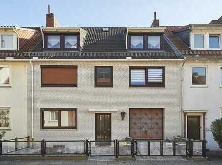 Sehr gepflegtes 3-Parteienhaus mit Garage und Keller in Bremen-Walle