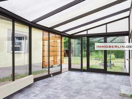 IMMOBERLIN: Sehr großes Ein-Zweifamilienhaus mit imposantem Gartenparadies
