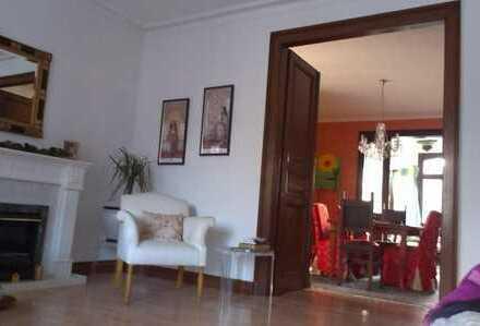 Zimmer in attraktiver Altbauwohnung