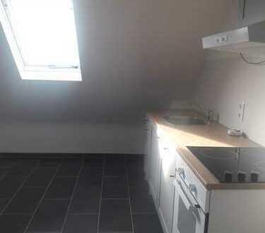 NEUWERTIG: schöne 2-Zimmer-DG-Wohnung mit EBK in Mayen-Koblenz (Kreis)