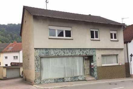 2-Familienhaus mit ausbaufähigem Dachstuhl, Ladeneinheit, Werkstatt und Garage