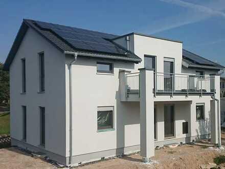 Erstbezug mit EBK und Balkon: exklusive 3-Zimmer-Dachgeschosswohnung in Wettstetten