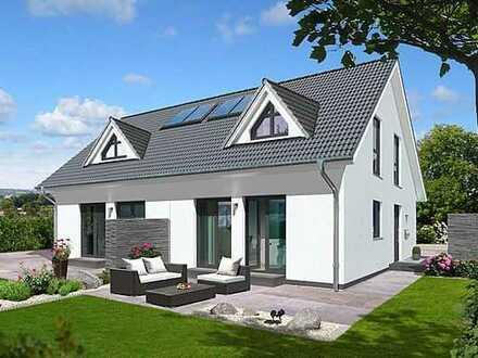 Ein großes Haus mit Einliegerwohnung im Erdgeschoss und traumhaftem Garten !