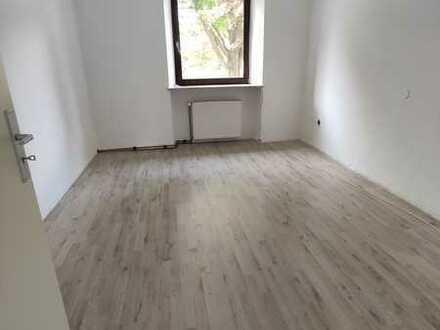 Modernisierte 3-Zimmer-Hochparterre-Wohnung mit EBK in Bayern - Selb