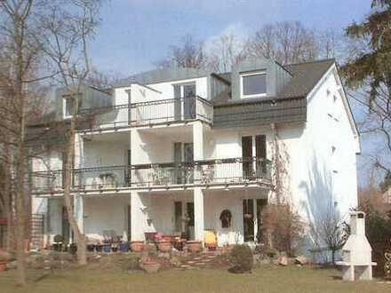 Helle, schöne und hochwertig ausgestattete DG-Wohnung (2 Zimmer) mit Balkon auf der Südseite