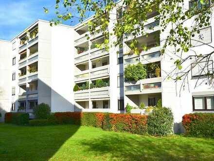 Ruhig und dennoch zentral gelegene 3-Zimmerwohnung mit Balkon, Einbauküche und Stellplatz in Speyer