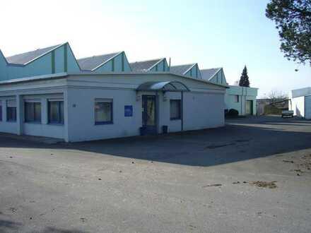 Achtung Handwerker: Provisionsfrei - Bürogebäude mit Lagerfläche und Parkplätzen zu vermieten !!