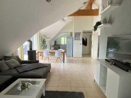 Neuwertige DG-Wohnung mit vier Zimmern sowie Balkon und EBK in Stetten