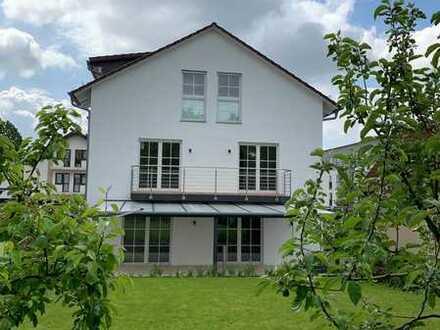 gepflegte Doppelhaushälfte mit idyllischem Garten in Frankfurt am Main!