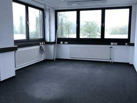 Helle Büroetage mit Fahrstuhl