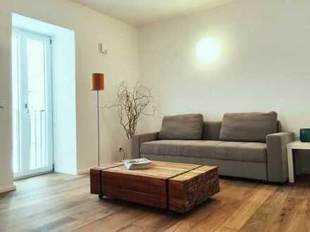 Schöne, möblierte, geräumige 2-Zimmer Wohnung mit großem Terrassenbalkon