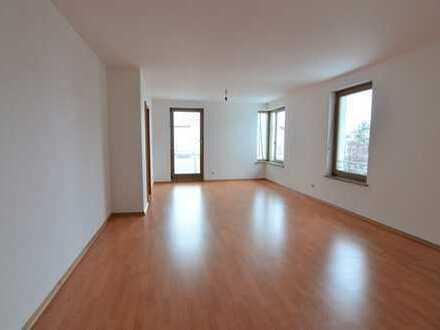Freundlich und hell-renovierte Wohnung mit Balkon & Garage! Nähe Ilsesee