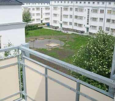 Zuverlässig vermietete Balkonwohnung im Dachgeschoss zur Kapitalanlage!