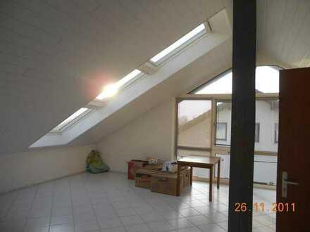 Schöne, neuwertige 3-Zimmer-DG-Wohnung in Unterstadion