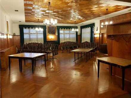 Grundstücksgröße 737m² - vormalige Gaststätte - Obergeschoss 7 Wohnräume - DG ca. 120qm - 3 Garagen!