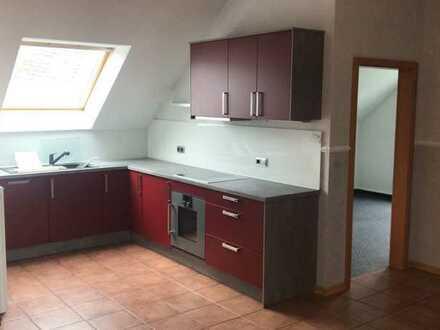 Ansprechende 3-Raum-Dachgeschosswohnung mit EBK und Balkon in Breidenbach