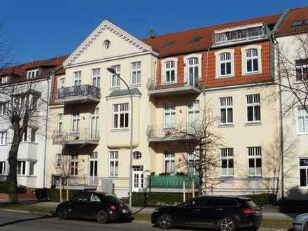 Außergewöhnlich große, elegante 3-Zi. Whg. Balkon, offene Küche m. EBK