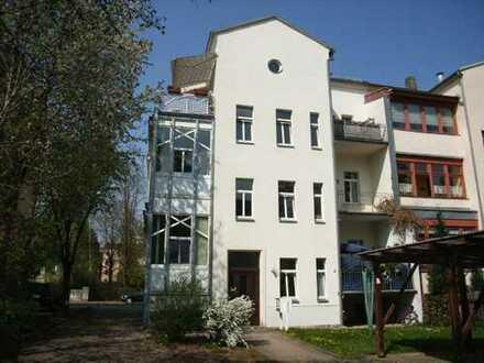 4-Zi-Maisonette-Wohnung in Muldennähe, großer Balkon und Carport!