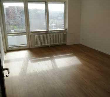 3-Zim. Wohnung, Erstbezug nach Sanierung mit neuem Bad, neuer Küche,inkl. Süd-Balkon in Kiel