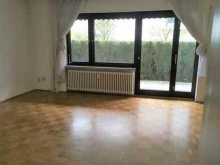 Nette, gepflegte 2-Zimmer-Terrassenwohnung mit EBK in Unterhaching