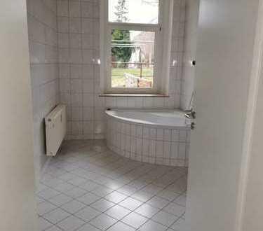 Nähe Helios-Klinikum - neu renovierte 1 Zimmer-Terrassen-Wohnung!