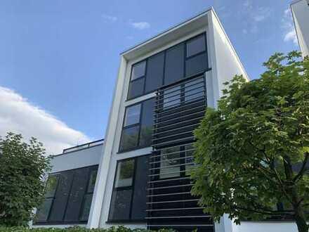 RUDNICK bietet FÜR ANSPRUCHSVOLLE: Außergewöhnliche Eigentumswohnung an den Herrenhäuser Gärten