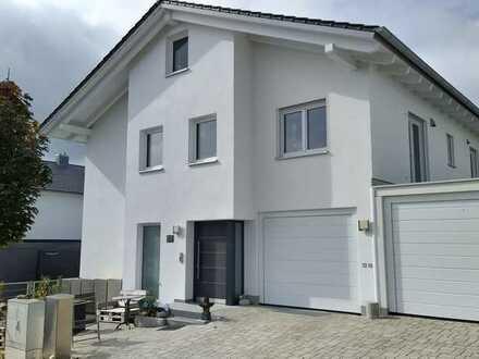 Neubau / Große 3 Zimmer-Erdgeschoßwohnung mit Terrasse / KfW 55; opt. separates Homeofficezimmer