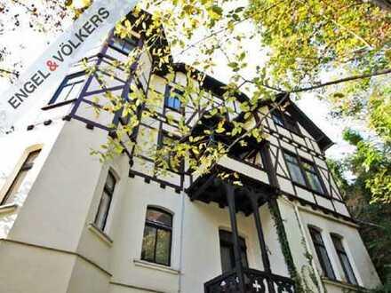 ENGEL & VÖLKERS - Großzügige Wohnung in historischem Ambiente!
