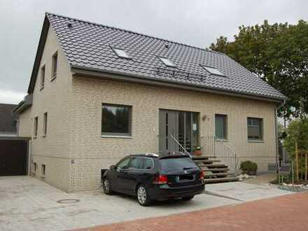 Erdgeschosswohnung 4 Zimmer Terrasse Garten und EBK in Hannover Groß-Buchholz