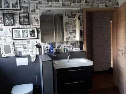 1 Zimmer, eigenes modernes, großes Bad, Mitbenutzung restliches Haus, Garten, Terrasse