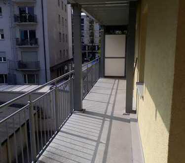Modernisierte 2-Zimmer-Wohnung mit Balkon und Einbauküche in Schwabing, München