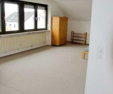 Helle 2-Zimmer-DG-Wohnung mit EBK in Gerbrunn