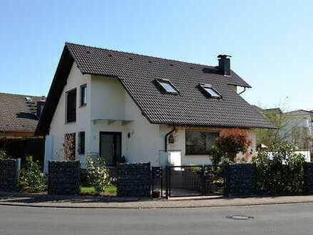 Provisionsfrei!! Neuwertiges Einfamilienhaus mit Apartment und Traumgarten
