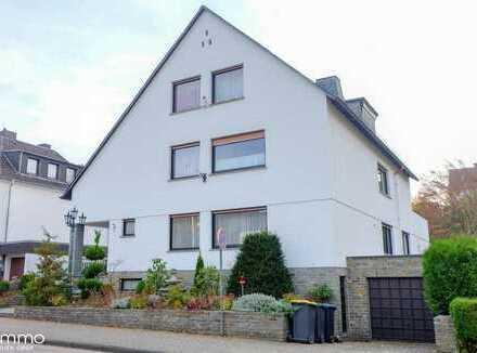 Dezent & hochwertig. Landhaus in Seenähe! 520 qm Wohnfläche. Doppelgarage & Garten in Gemünd.