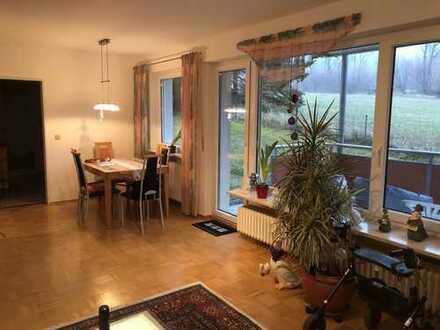 Grunbach: Traumhafte 2,5-Zimmer-EG-Wohnung mit großer Terrasse und direktem Gartenzugang