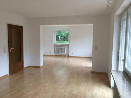 Gepflegte 3,5-Zimmer-Hochparterre-Wohnung mit Balkon und EBK in Inzlingen