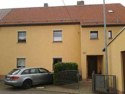 Günstige möblierte 2-Zimmer-Wohnung mit Einbauküche in Weinböhla