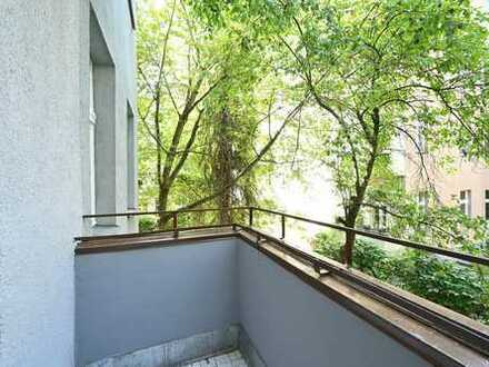 Umfassend sanierte Wohnung mit Einbauküche, Dielen und Balkon