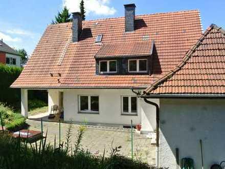 Großzügiges 2-Familienhaus mit sehr schönem Gartengrundstück, Doppelgarage und PKW Stellplatz !