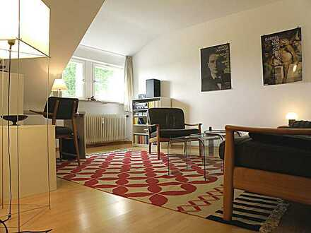 Exklusive, gepflegte, möblierte 2-Zimmer-DG-Wohnung mit EBK in Stuttgart