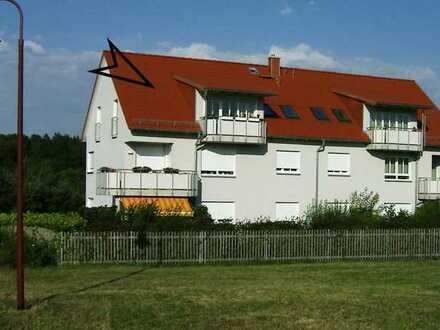 gepflegte 3-Zimmer-Dachgeschosswohnung mit Balkon, EBK, FBH, Garage und Außenstellplatz in Apolda